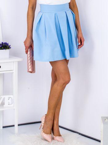 Jasnoniebieska spódnica z kontrafałdami