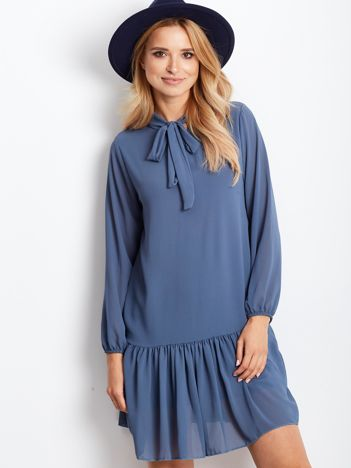 Jasnoniebieska sukienka z falbaną