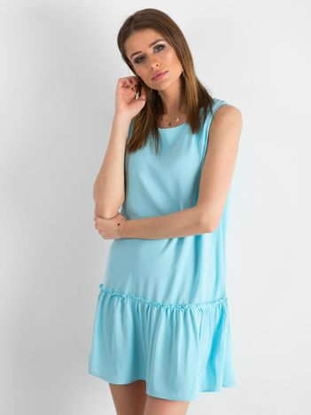 Jasnoniebieska sukienka z falbaną i wiązaniem