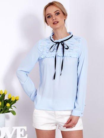 Jasnoniebieska szyfonowa bluzka z wiązaniem i perełkami