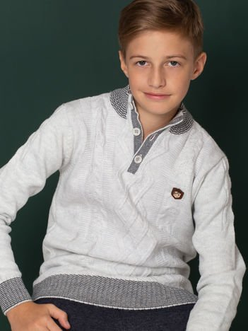 Jasnoniebieski sweter dla chłopca w warkocze