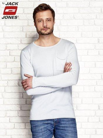 Jasnoniebieski sweter męski z surowym wykończeniem