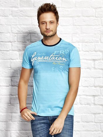 Jasnoniebieski t-shirt męski z motywem tekstowym