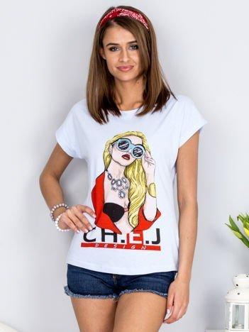 Jasnoniebieski t-shirt z dziewczyną