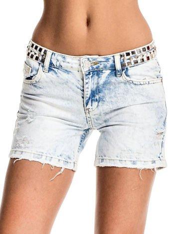 Jasnoniebieskie jeansowe szorty z ćwiekami