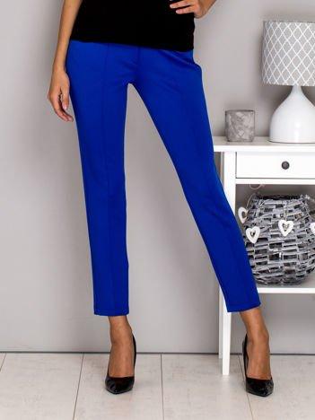 Jasnoniebieskie spodnie w kant ze skórzanymi wstawkami