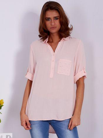 Jasnoróżowa bluzka z perełkami na kieszonce