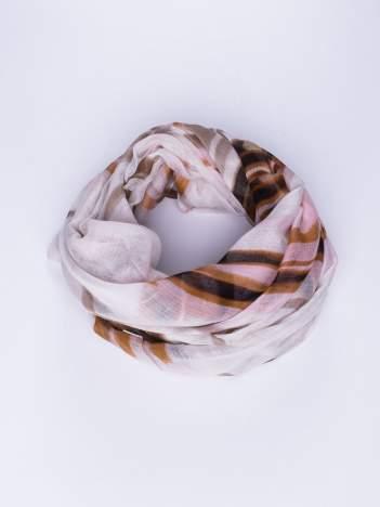 Jasnoróżowa chustka w nieregularne paski