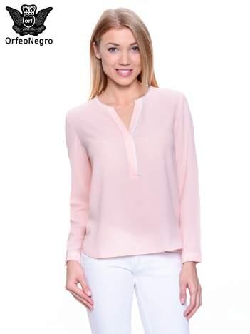 Jasnoróżowa koszula z ażurową lamówką
