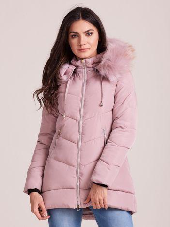 Jasnoróżowa kurtka zimowa z kapturem i futerkiem