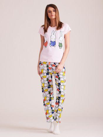 Jasnoróżowa piżama dwuczęściowa z nadrukiem królików