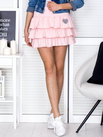 Jasnoróżowa spódnica z falbankami i haftowanym serduszkiem