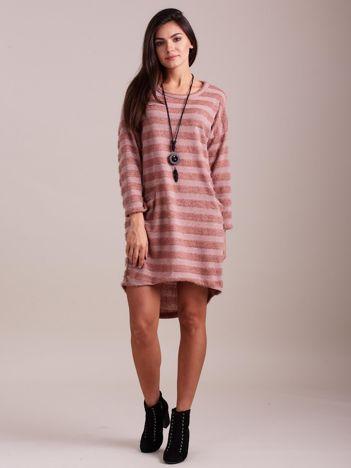 Jasnoróżowa sukienka w paski