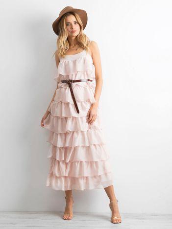 Jasnoróżowa sukienka z falbanami