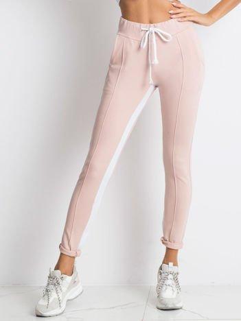Jasnoróżowe spodnie dresowe Defined