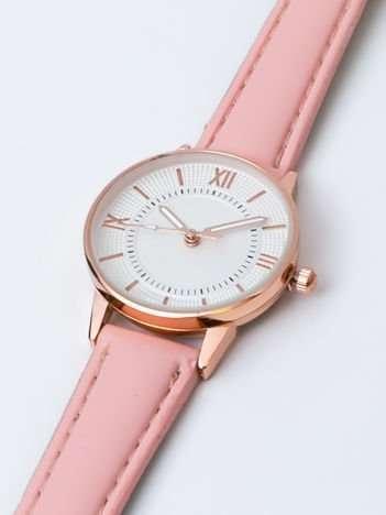 Jasnoróżowy elegancki mały zegarek damski w czerwonym złocie
