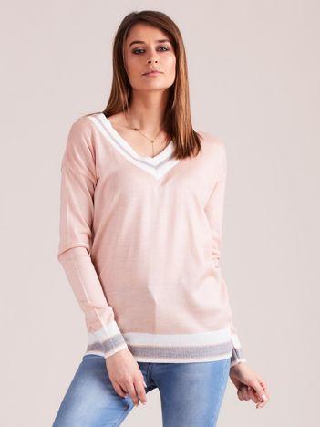 Jasnoróżowy lekki sweter z dekoltem V-neck