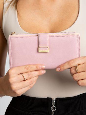 Jasnoróżowy podłużny portfel damski