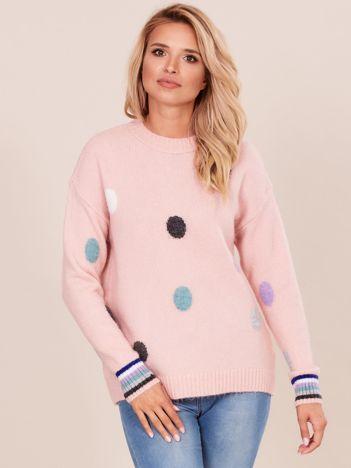 Jasnoróżowy sweter w grochy