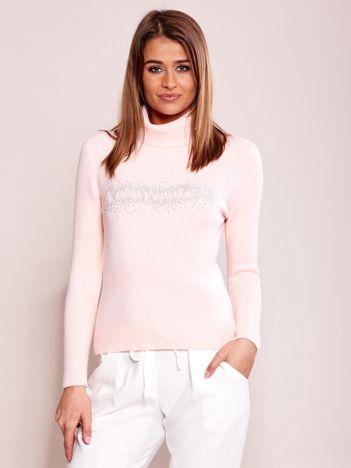 Jasnoróżowy sweter z dżetami