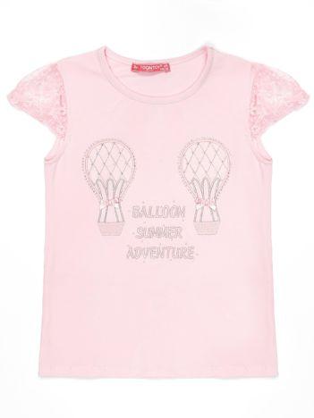 Jasnoróżowy t-shirt dla dziewczynki z aplikacją z dżetów