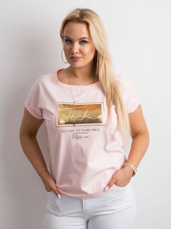 Jasnoróżowy t-shirt z nadrukiem PLUS SIZE