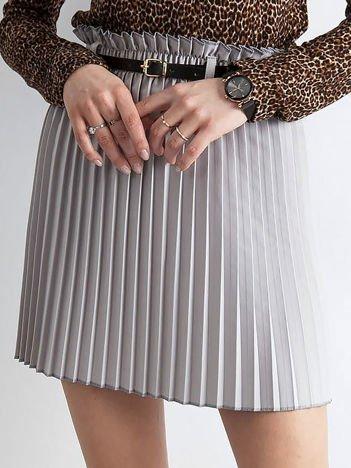 Jasnoszara plisowana spódnica z paskiem