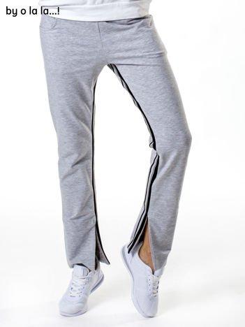Jasnoszare spodnie dresowe z rozcięciami na nogawkach BY O LA LA