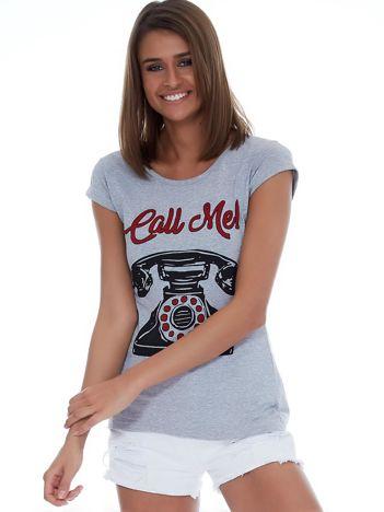 Jasnoszary t-shirt z telefonem