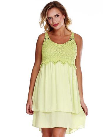 Jasnozielona sukienka na cienkich ramiączkach