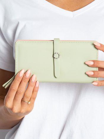 Jasnozielony portfel z ekoskóry