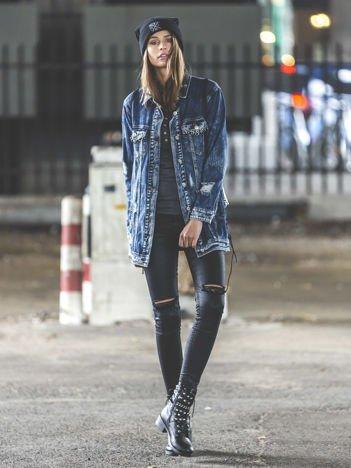 Jeansowa kurtka z ćwiekami i ozdobnymi kieszeniami niebieska