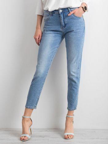 Jeansy z kwiatową aplikacją