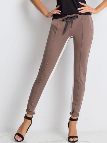 Kawowe spodnie dresowe Defined