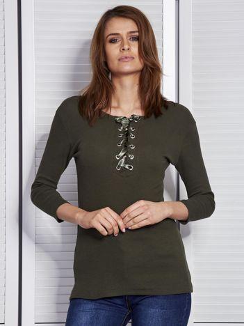 Khaki bluzka w prążek z wiązanym dekoltem