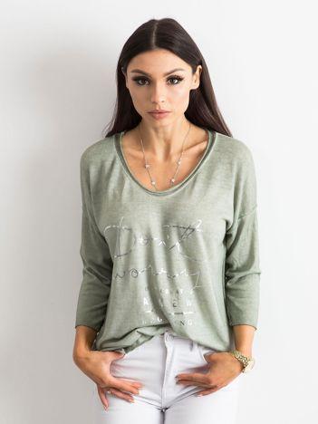 Khaki bluzka w serek z napisem