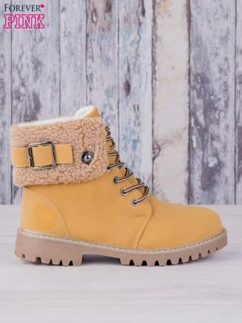 Khaki buty trekkingowe traperki ocieplane Lucid z wywiniętą wełnianą cholewką i ozdobnym zapięciem