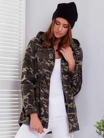 Khaki kurtka parka w militarne wzory