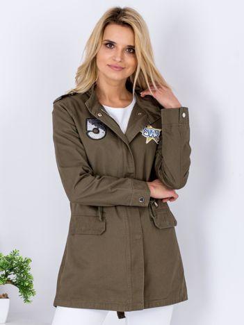 Khaki kurtka parka z cekinowymi naszywkami