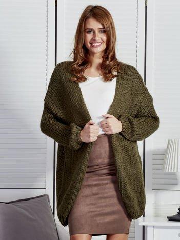 Khaki luźny sweter o szerokim splocie