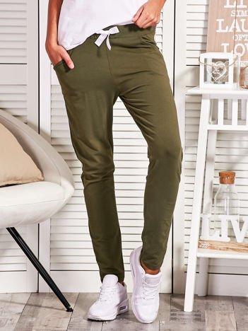 Khaki spodnie dresowe z błyszczącym lampasem
