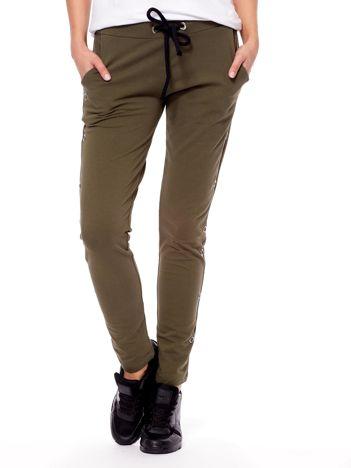 Khaki spodnie dresowe z kółeczkami
