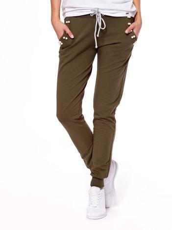 Khaki spodnie dresowe z troczkami i perełkami