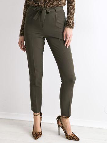 Khaki spodnie z wiązaniem