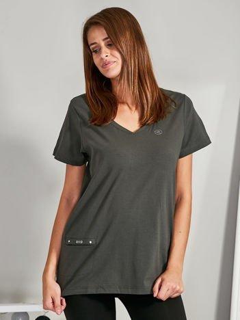 Khaki t-shirt z kieszonką PLUS SIZE