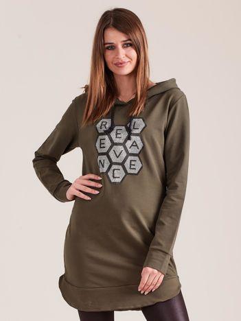 Khaki tunika dresowa z kapturem i aplikacją