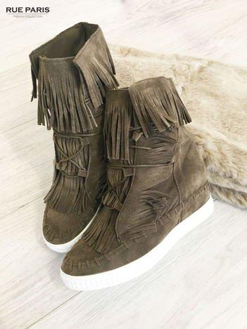 Khaki zamszowe sneakersy Aravia z frędzelkami na koturnach