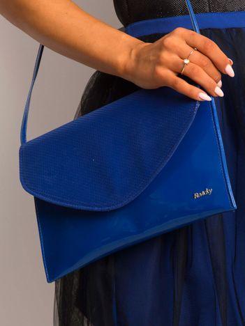 Kobaltowa lakierowana kopertówka z klapką