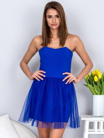 Kobaltowa sukienka bez ramiączek z tiulem