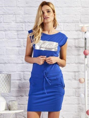Kobaltowa sukienka dresowa z napisem PERFECT